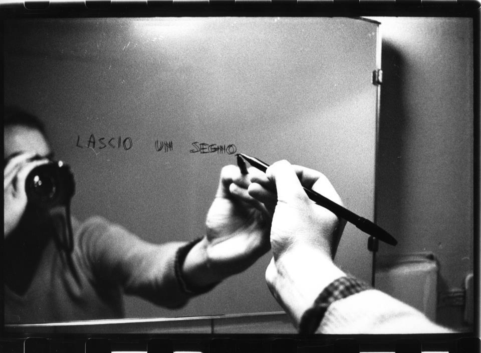 """""""Lasciare un segno"""". Le fotografie di Salvatore Piermarini nella scena dell'arte."""